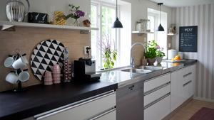 Var sak på sin plats i köket skapar harmoni. Man behöver inte vara pedant för att uppskatta att det är lätt att hitta saker, och att det finns rena ytor att arbeta på.