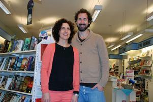 Både Lina och Alexander Zackrisson älskar att läsa och läser mycket.