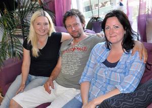 Annica Theland, Robert Falk och Gun-Marie Persson på turistbyrån i Hammarstrand är förundrade över föreställningens publiksiffror.