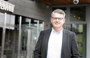 Håkan Buller (S) stadsbyggnadsnämndens ordförande Södertälje säger att kommunen behöver fundera noga över det nya förslaget på ett högt hus på parkeringen vid gamla polishuset.