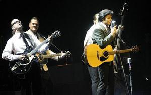 Elvis look-a-like. Henrik Åberg är tillbaka med sin hyllningsshow...