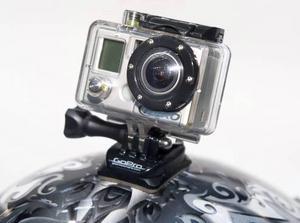 Gillar du att göra våghalsiga hopp med motorcrossen eller att köra ner för branta skogsstup med Enduron? Då kanske det skulle vara skoj att visa polarna hemma vilken komplett galning du är. Med en GoPro Motorsport Hero-kamera kan du filma färden och slänga upp schyssta klipp på exempelvis youtube. Kameran har olika fästen och kan användas på allt från hjälmen till styret. Det är en vattentät digitalkamera som med ett 2 GB SD minneskort kan filma upp till 56 minuter. Finns på www.scandinavianphoto.se för 1795 kronor plus frakt. BILD: Foto Claudio Bresciani / SCANPIX