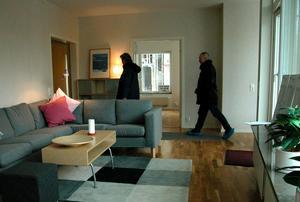 70 procent av svenskarna föredrar traditionell visning enligt Svensk Fastighetsförmedlings trendrapport.