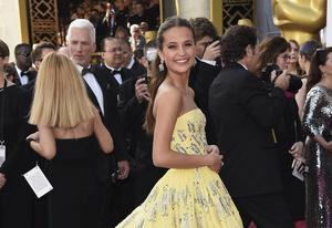 Alicia Vikander anländer till Oscarsgalan i Dolby Theatre in Los Angeles.