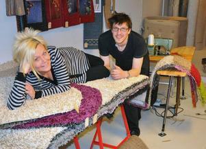 Lena Elofsson och Lars Persson, har köpt och flyttat företaget Mjuka Mattor till Stavre.