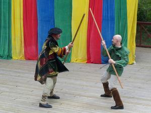 Lille John (Tomas Jansson) och Robin Hood (Magnus Sälgström) i en klassik batalj.