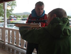 Att testa laserskytte på en älgbana var populärt.