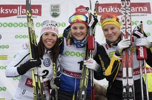 Dampallen i söndagens sprint, tvåan Charlotte Kalla, vinnaren Stina Nilsson och trean Hanna Falk.