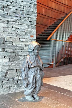 Ljus och kopparröda toner är viktiga ingredienser i konsten och inredningen på Copperhill.