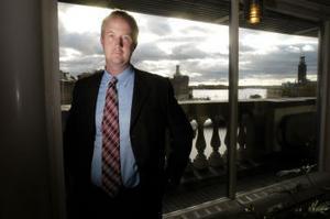 Justitieutskottets Johan Persson hänger sig åt oportunism menar Nils Funcke.