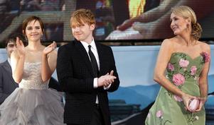 J K Rowling, succéförfattaren till Harry Potter, här tillsammans med Emma Watson (Hermione i filmerna) och Rupert Grint (Ron). Numera skriver hon deckare.