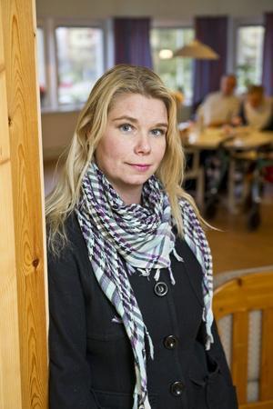 Fånga dagen är en levnadsregel som Anna Reynberg Sjölund gärna följer. Annas arbetsdag består av många möten och omsorg om andra. På lediga stunder kopplar hon av och rensar tankarna under en långpromenad med hundarna – eller med ett svettigt pass på gymmet.