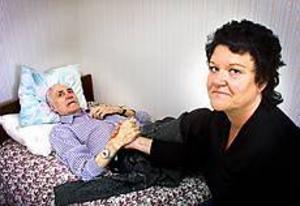 Foto: NICK BLACKMON Tröttnat. Ingrid Hörberg tycker att hemtjänsten måste reagera direkt när någon blir sämre. Hon har själv ringt flera gånger om sin pappa Gösta Lind som nu har fått mer tid.