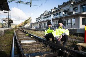 Björn Ållebrand och Krister Larsson från Trafikverket har varit i Östersund och utvärderat den nya styrningen av växelvärmare. Östersund har varit testområde för hur Trafikverket ska kunna spara energi och därmed pengar, och den nya tekniken visar att det finns mycket pengar att spara.
