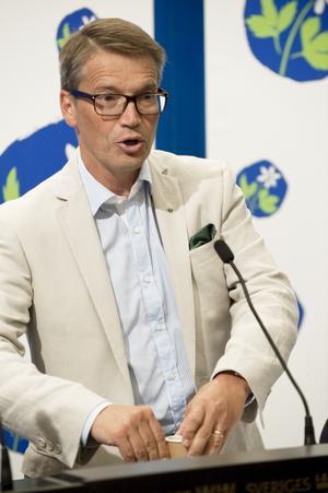 Uppförsbacke. Kristdemokraternas partiledare Göran Hägglund presenterade partiets valmanifest i går. Trots att partiet haft svagt stöd väljer man att spela på säkra kort. Av 89 vallöften fanns inget som stack ut från mängden.