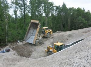 Omgivningarna vid tunnelöppningarna ska återställas, bland annat tas anslutningsvägen till 56:an bort.