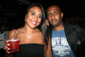 Blue Moon Bar.  Rana och Omar