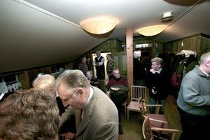 @NA 93-Funktionstext:Skebäck for ever. Uppslutningen var god till bildvisningen i Wadköping. Omkring 50 personer kom till visningen i loftet, Wadköping. BILD: LG MÅNZON
