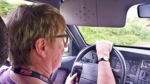 Magnhild Nilsson kör i stort sett varje dag på grusväg 686.