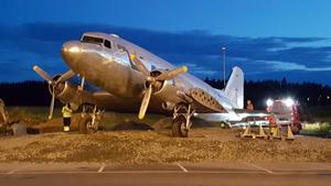 DC:3:an flyttades från platsen vid Hotell Roslagen till det nya handelsområdet vid Norrteljeporten under tisdagen.