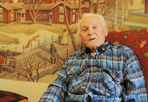 Birger Sundberg har under sina 100 levnadsår gjort avtryck inom såväl musiken som inom sakförsäkringsbranschen där han var yrkesaktiv på ett internationellt plan.