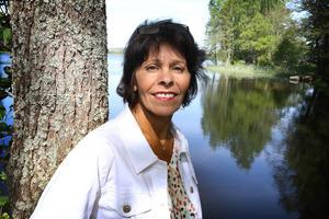 – Tisken skulle kunna ge vinst genom metallförsäljning om den rensas, säger Katarina Gustavsson. Hon vill att sjön ska trafikeras med vattenbussar framtiden.