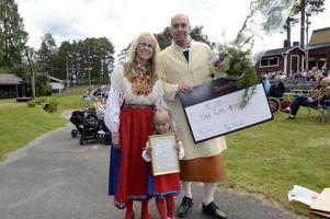 Täpp Lars Arnesson blev mottagare av årets kulturpris som överlämnades av ordförande Åsa Hedlöf med dottern Isabell Hedlöf som assisterande.