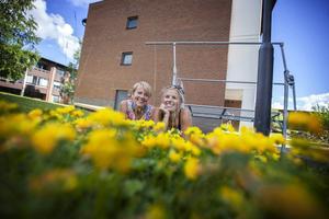 Hanna Solberger och Irene Hofling hittade varandra i trean på Körfältsskolan och allt kändes så självklart. Precis lika självklart som det kändes att mötas igen efter 20 år av tystnad.