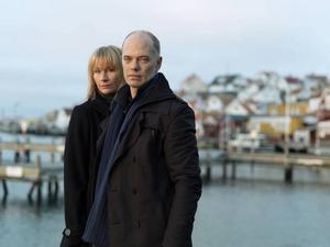 """Deckare. Elisabet Carlsson och Niklas Hjulström spelar huvudrollerna i Läckbergfilmatiseringarna """"Stenhuggaren""""  och """"Olycksfågeln""""."""