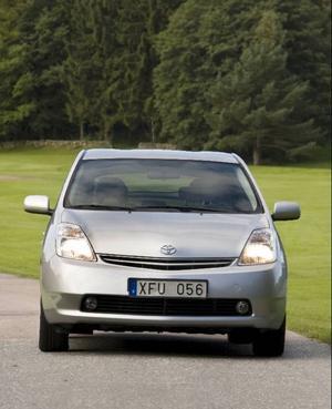 Bildtext 1-2: Populär tjänstebil. Tack vare sitt låga förmånsvärde går elhybriden Toyota Prius hem hos företagen.Foto: Tomas Hägg