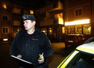 Polisens insatschefen Anderz olsson var snabbt på platsen för rånet och kunde organisera jakten efter rånaren. Spaningarna blev dock svåra då signalementet på gärningsmannen var svagt.