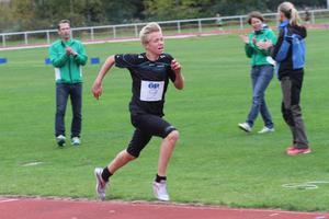 Åsarnakillen Jesper Persson vann både 600 meter och 1500 meter för pojkar 13 vid helgens Öpiad.