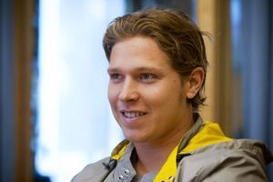 INTE BARA HOCKEYSPELARE. Nicklas Bäckströms affärer i Gävle blir allt fler. Nu startar familjen Bäckström bolaget Nick Back 2 som ska bedriva import, försäljning och produktion av kläder.