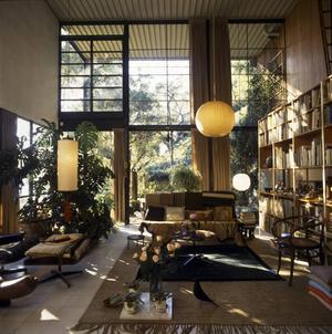 Vardagsrummet hemma hos Charles och Ray Eames utanför Los Angeles. Huset stod klart i december 1949.