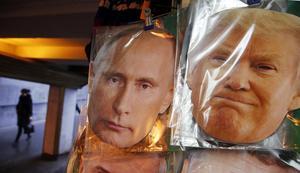Ansiktsmasker föreställande president Vladimir Putin och den blivande amerikanska presidenten   Donald Trump.