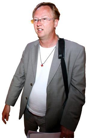 Mats Hermansson har fått sluta sin tjänst som domprost i Visby. Just nu skriver han på en bok om sin uppväxt i Örebro.