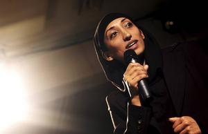 Den brittiska komikern Shazia Mirza under ett tidigare uppträdande i Sverige. Arkivbild.