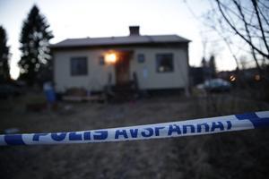 Huset i Långshyttan där polisen hittade kroppen.