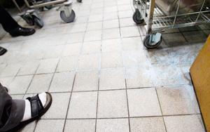 Hela köket var inbäddat av ett tunt lager vitt pulver när persnalen kom till jobbet på torsdagsmorgonen.