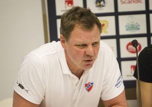Martin Carlström, tränare för regerande mästarlaget Kareby.