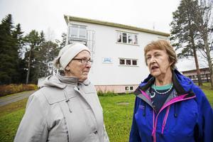 Solveig Göransson och Dagny Eriksson är upprörda över Bergs hyreshus uppräkning av hyran. Nu sätter de sitt hopp till politikerna i Bergs kommun.