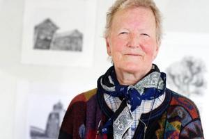 Kristina Torstensdotter visar drivna kol- och blyerts-teckningar på Härke Konstcentrum.Foto: Ulrika  Andersson