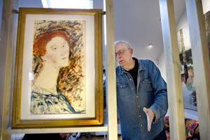Ont om papper. Stens favoritkonstnär Hilding Linnqvist har målat på båda sidor.