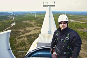 Björn Skålberg kunde tack vara bygget av vindkraftverken flytta hem till Äppelbo och sköta servicen på de nya vindkraftverken.