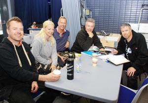 Allt ska vara klart tills premiären på lördag lovar från vänster Niklas Nouvel, Maria Spring, Göran Carlson, Hasse Johansson och Lars Andersson.