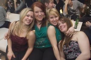 Pluto: Linda, Camilla, Emma och Anna