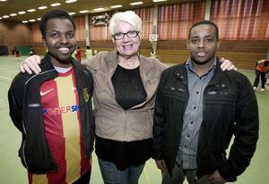 Mohamud Ahmed och Ibrahim Warsame arbetar på Frändskapshuset och tillsammans med MariAnne Sand från kommunens kultur- och fritidsförvaltning har de varit med och styrt upp cupen Gränslöst.