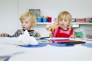 Syskonen Elis och Blenda Krantz gillar att måla.