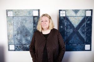 Västeråskonstnären Berit Pettersson inför sin sista utställning på Kaz Galleri 2012.