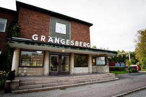 Stationshuset i Grängesberg, sett från stationsplan.